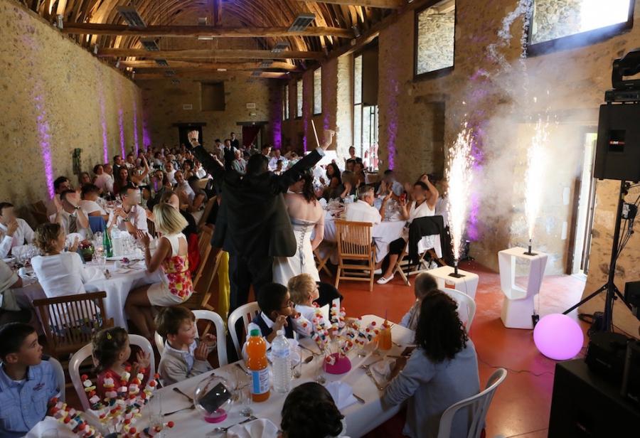 Effets pyrotechniques en intérieur pour les mariés