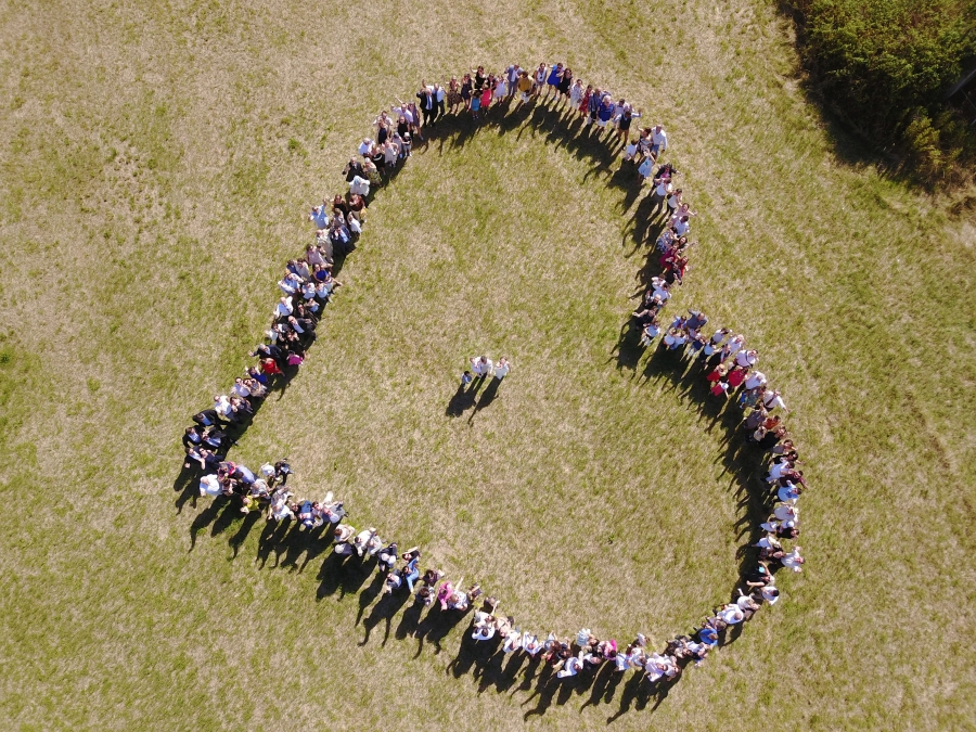 Mariage : coeur humain, photo prise par un drone