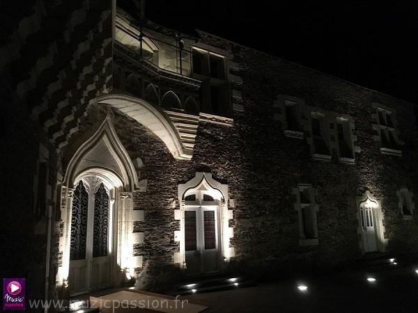 éclairage extérieur - Château Plessis Macé mariage (49)