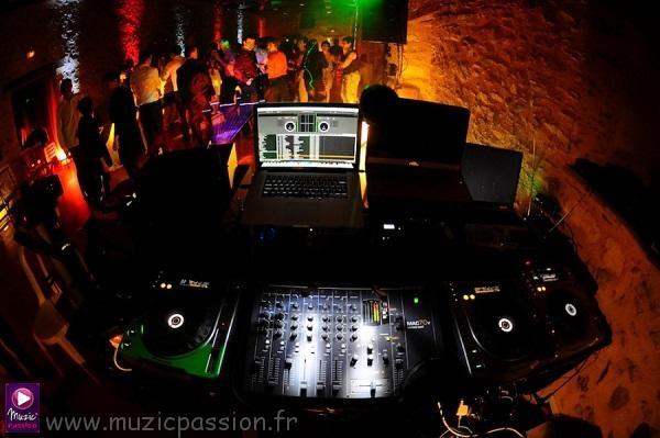 console DJ soirée dansante